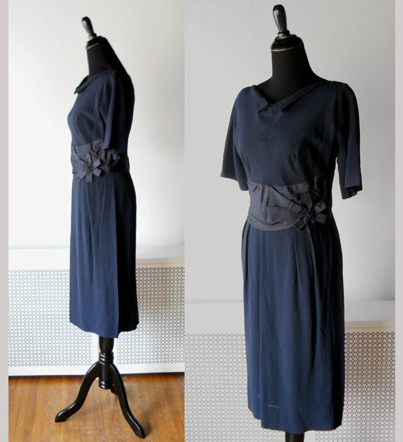 1950s Wiggle DRESS // Dark Navy Crepe with Pointed Peter Pan Collar.