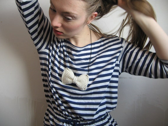 100% merino wool crochet bow necklace - white - playful charming girly kawaii