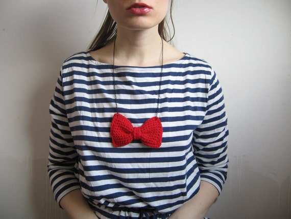 100% merino wool crochet bow necklace - red - playful charming girly kawaii