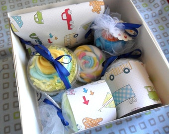Deluxe I Want It All Baby Gift Set // 10 pcs // Bodysuit, Blanket, Washcloth, Burpcloth, Booties and Bib Cupcakes