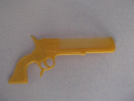 Kitschy 1950s Hand Gun Shaped Comb FREE SHIPPING