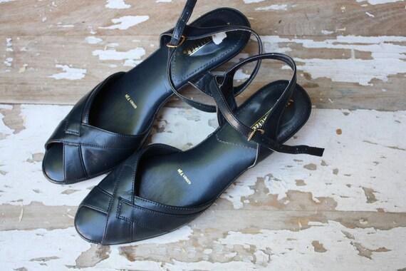 Vintage 1970's 80's Navy Blue Naturalizer Sandals Pumps Heels 7.5N