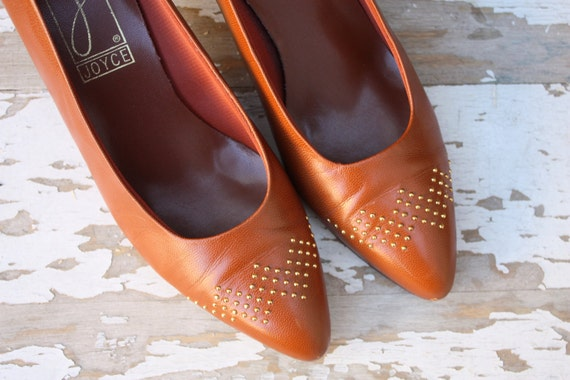 Vintage Joyce Caramel Heels with Gold Accents 8
