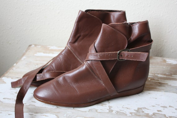 Vintage 1980's Cobbies Brown Leather Ankle Boots with Cross Strap 7M