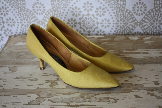 Vintage 1950's 60's Yellow Green Heels Pumps Shoes Size 6AA