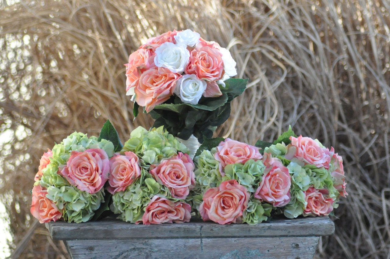 wedding bouquets with coral flowers