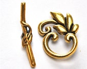 Gold plated swirly leaf toggle closure