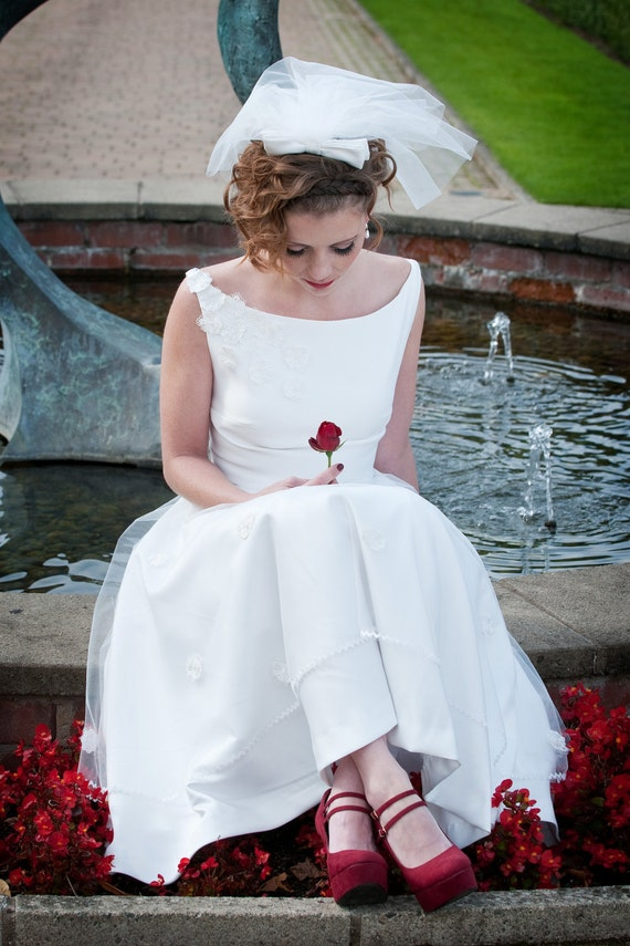 1950 39 s style short wedding dress suitable for bride or for Short red and white wedding dresses