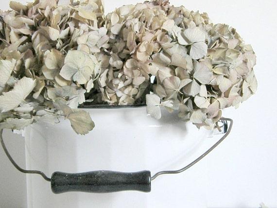 White Enamel Bucket With Lid