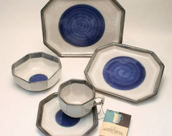 Gordon & Jane Martz Marshall Studios Blue Dot Dinnerware Service for 8