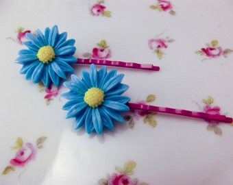 Daisy Bobby pins resin flower bobby pin set in blue and purple