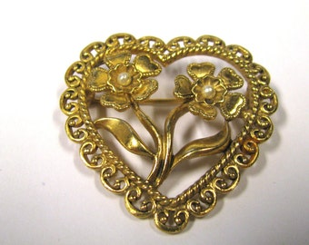 Vintage Art Deco Filagree Heart Gold Tone Brooch with Flowers and White Faux Seed Pearls, Gold tone open heart brooch