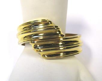 Vintage Modern Design Ribbed Gold Tone Hinged Bangle Bypass Cuff Bracelet