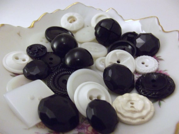Vintage button lot - assorted vintage black and white buttons