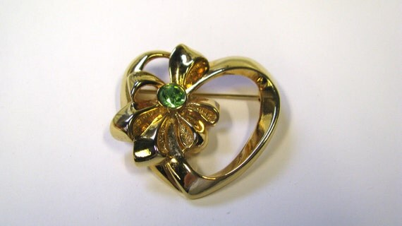 Vintage Signed Avon Open Heart With Bow Peridot Rhinestone Gold tone Brooch