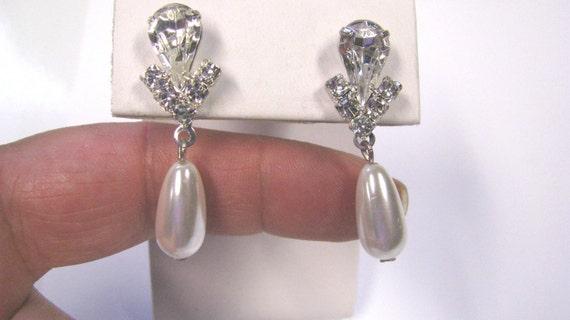 Vintage Tear Drop Faux Pearl Crystal Dangle Pierced Earrings, Silver tone metal, Perfect for the Bride