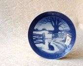 Royal Copenhagen Hare in Winter plate, 1971 Christmas Blue and White