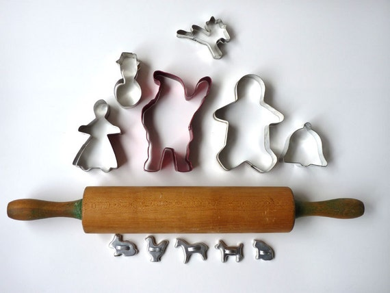 Holiday Baking Set, Vintage Rolling Pin,Cookie Cutters