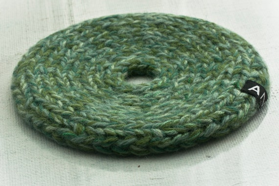 Knitted trivet and table decoration, light green no68b