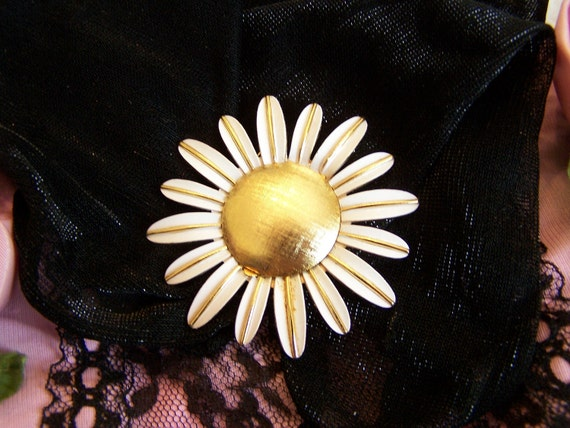 Vintage Avon Perfume Glace Daisy Pin with White Enamel Petals and Gold Locket Center