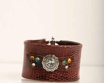 Printed leather wristband