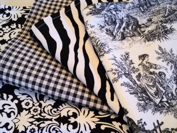 Set of 4 black and cream cloth napkins