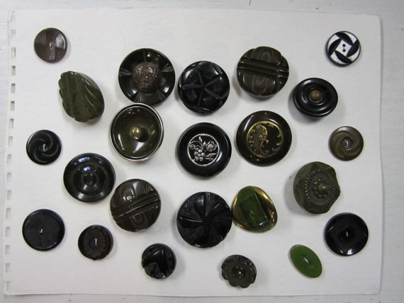 Antique Buttons - Bakelite, Lucite Carved some w/Metal adornments Vintage - 23 Large Coat & Dress Button on Display Card - Collect or Craft