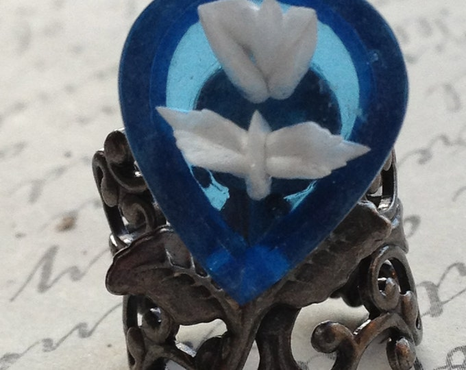 Jewelry Ring Vintage Blue with White Rose Resin Cabochon on Silver very high quality Filigree