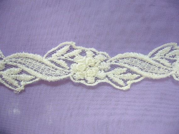 1 yard Diamond White Floral Lace Trim (W009)