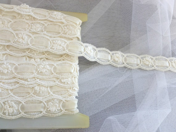 1 yard 30 inches of Cream Ivory Lace Trim Circle (W063)