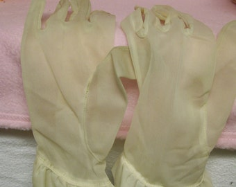Vintage Sheer Gloves Dressy Small Size 1950s Prom Wedding or Dress Up