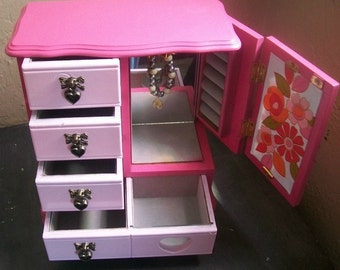 REDUCED Upcycled Jewelry Box ~ Pretty In Pink ~ Teen Age Jewelry Box ~ Girl's Bedroom Decor ~ Pink Jewelry Box ~ Vintage Jewelry Box ~ Heart
