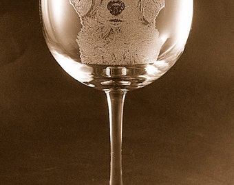 Etched Golden Retriever on Elegant Wine Glass (set of 2)