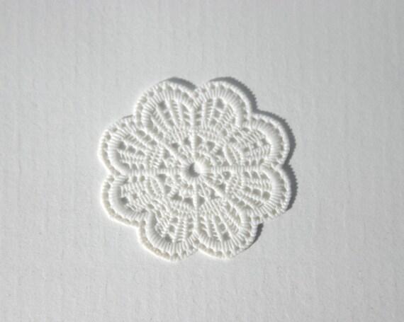 10 or 15 or 20 or 25 flexible vinyl Plastic doilies for mini food, Dollshouse miniatures UNREGISTERED MAIL