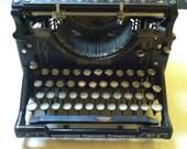 Vintage Underwood standard black typewriter, no 5