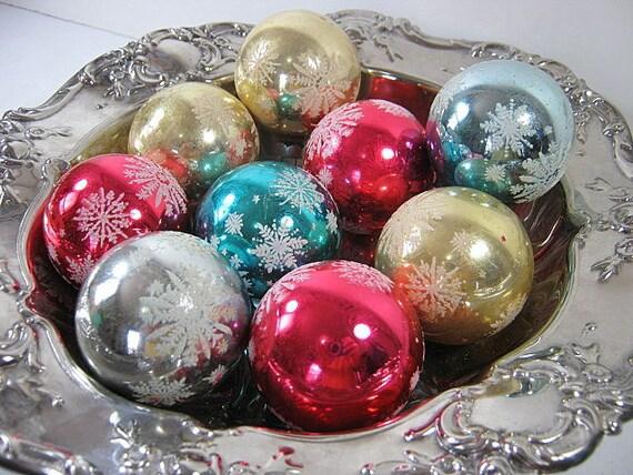 Vintage MERCURY Glass ORNAMENTS Christmas Snowflake Set/9