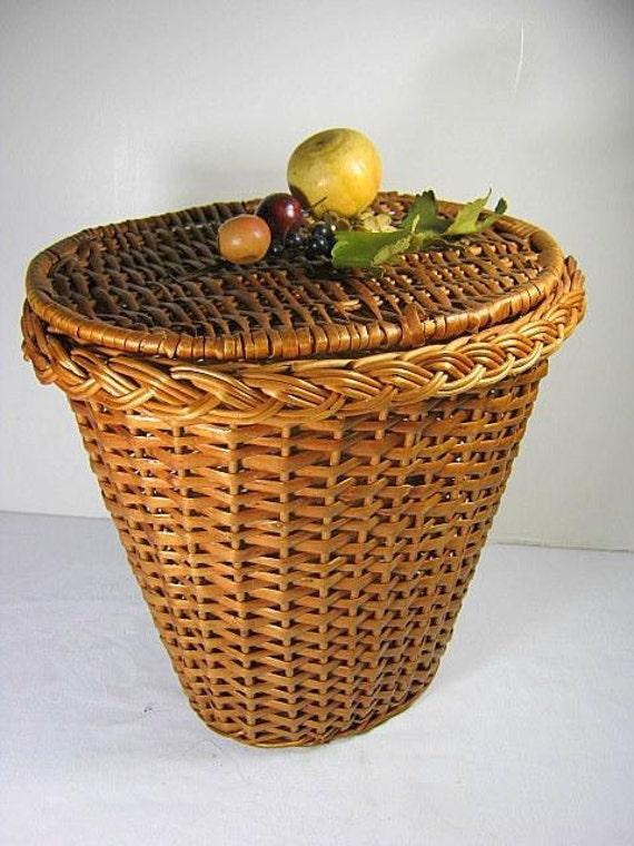 vintage wicker basket attached lid with fruit storage. Black Bedroom Furniture Sets. Home Design Ideas