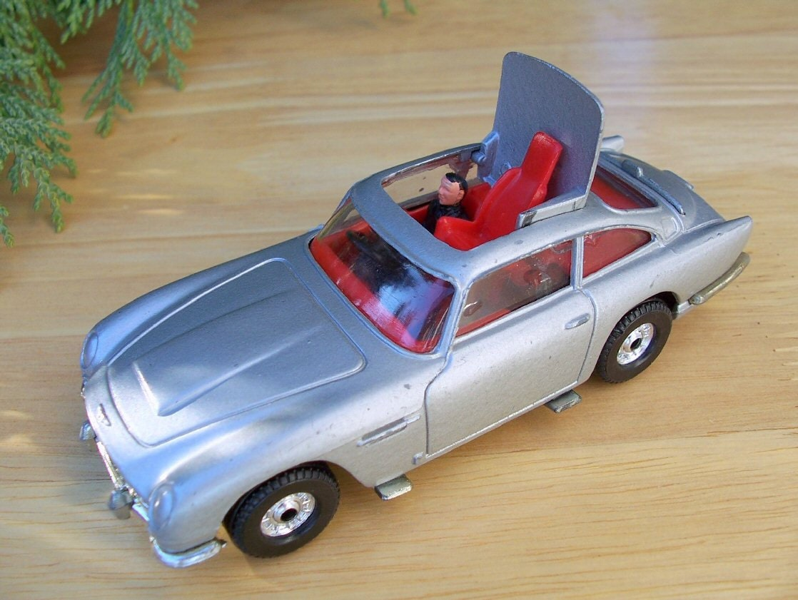 Corgi Aston Martin Db5 007 Diecast Car