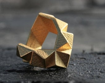 KINETIC - Yellow gold faceted modern geometric 3D printed chunky ring