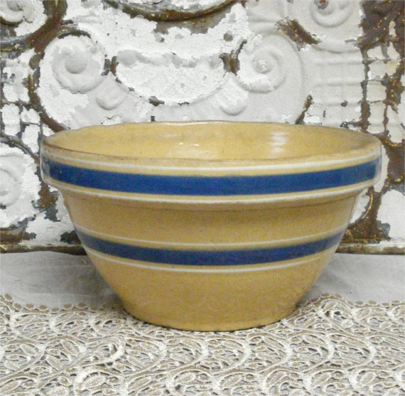 9 1/2 Vintage Yellow Ware Bowl Blue Banded