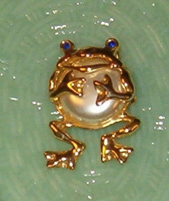 "Vintage Pearl Frog Pin w Rhinestone Blue Eyes 1.5""H, 1970's, Stylized, So Cute"