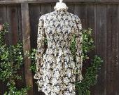 VTG 60s Daisy Print Long Sleeve Smocked Mini Dress