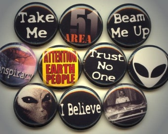 """ALIENs Greys UFO Area 51 10 Pinback 1"""" Buttons Badges Pins"""