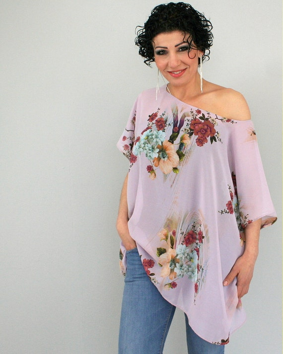 Oversized floral top in pale purple - chiffon box tshirt - one size fits most - only one piece - by Bartinki