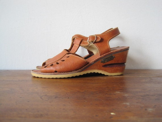 vintage women's size 7 brown leather peep toe wooden wedges