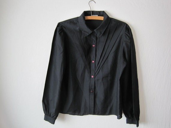 ON SALE vintage women's black dress shirt with v-pattern and burgundy buttons