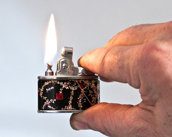 Working 1950s British Rolstar Pocket Lighter With Abstract Design