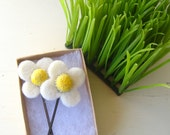 Daisy Wool Bobby Pins with glass beads, 1 pair