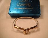 Vintage Sarah Coventry slender Bracelet in gold tones with pearls in Original Box