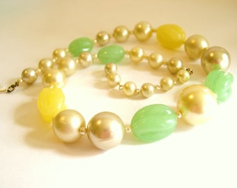 """Vintage Necklace Beaded Yellow Green Pearl 20"""" 1950's"""